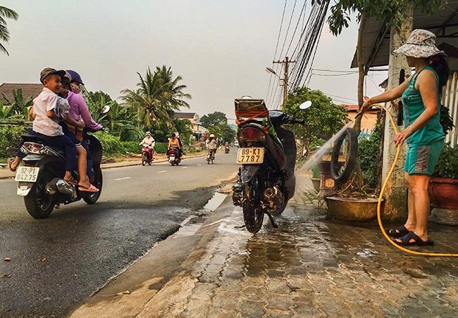 From  Kon Tum  to Khâm Đức
