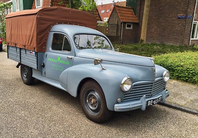 Old Peugeot 203