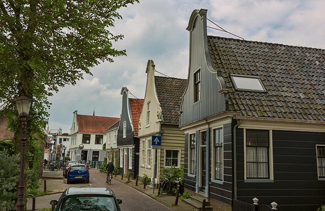 Nieuwendammerdijk in Amsterdam