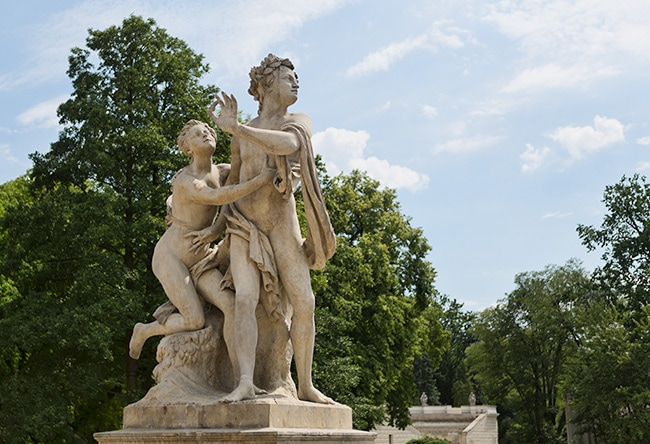 Statue in front of the Łazienki Palace