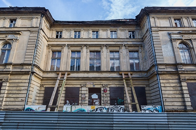 Old building next to Piotrkowska Street