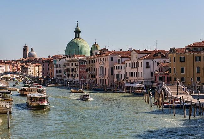 View from Ponte della Costituzione. On the left you see Ponte degli Scalzi