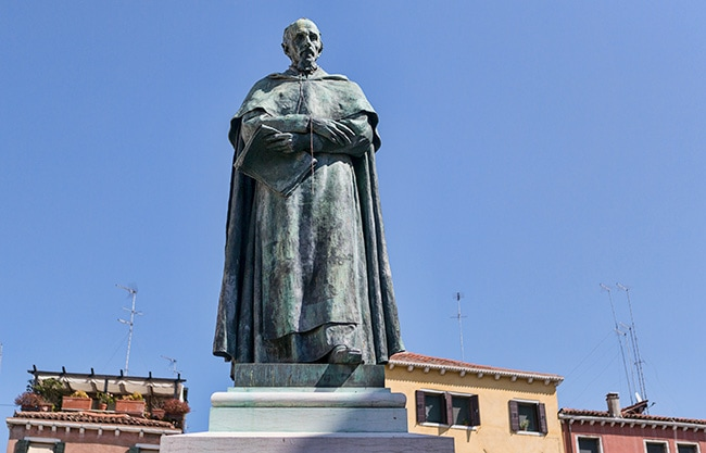 The bronze statue of Paolo Sarpi in front of Santa Fosca