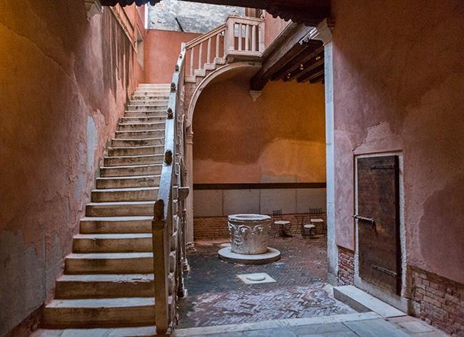Courtyard of the Casa di Carlo Goldini