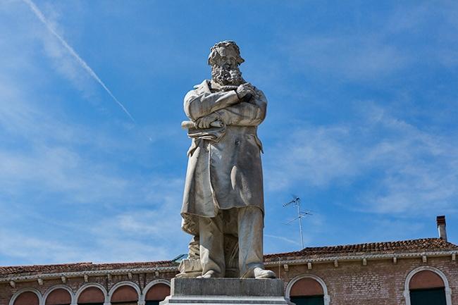 Monumento Niccolo Tommaseo