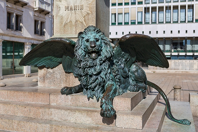 Winged lion at Manin square