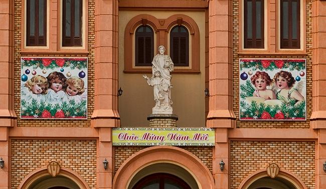 Detail of the Nhà thờ Buôn Hồ