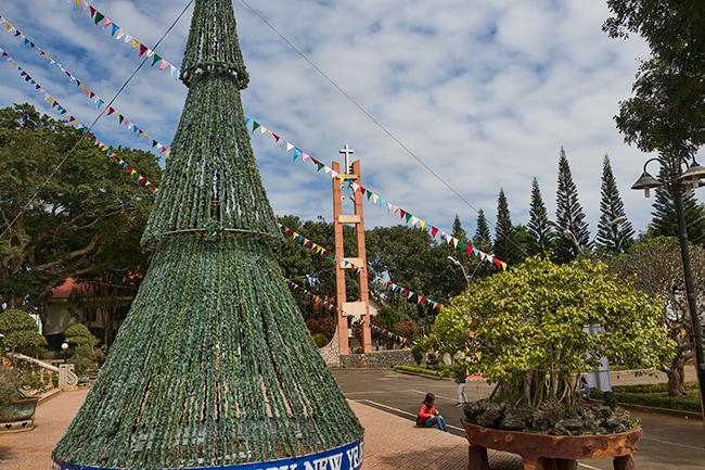 X-Mas tree at the Nhà thờ Buôn Hồ