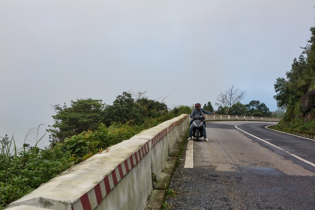 Going up the Hải Vân Pass