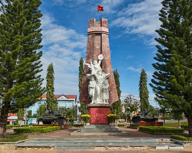 War memorial in Đắk Tô