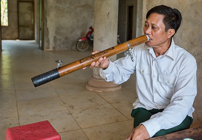How to smoke a Vietnamese Water Pipe