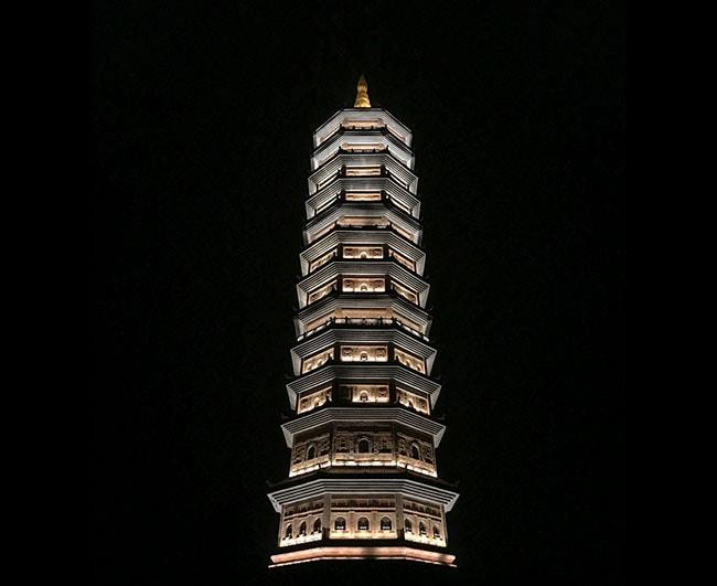 Bái Đính Temple at night