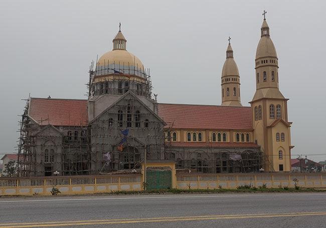 Church close to Kỳ Nam