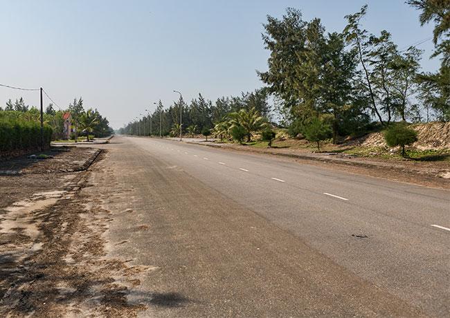 The coast road towards Giêm Hà