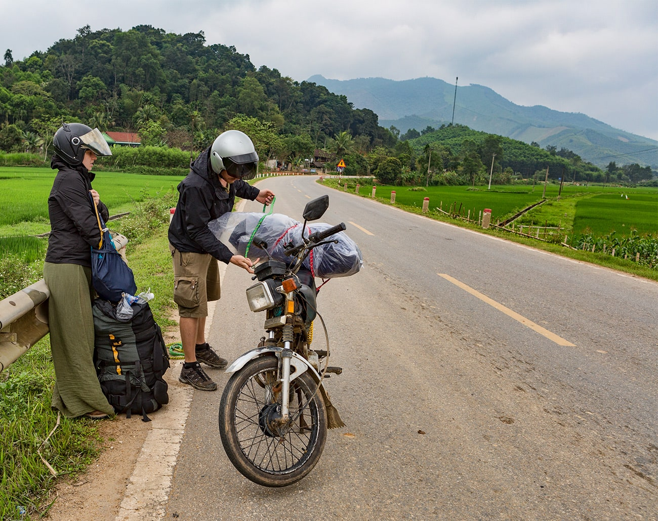 From Phố Châu to Pom Coong Village