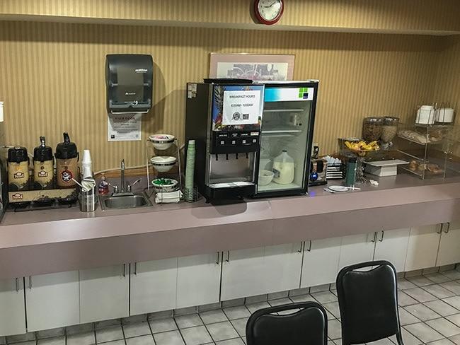 Breakfast Room Rodeway Inn Mukwonago