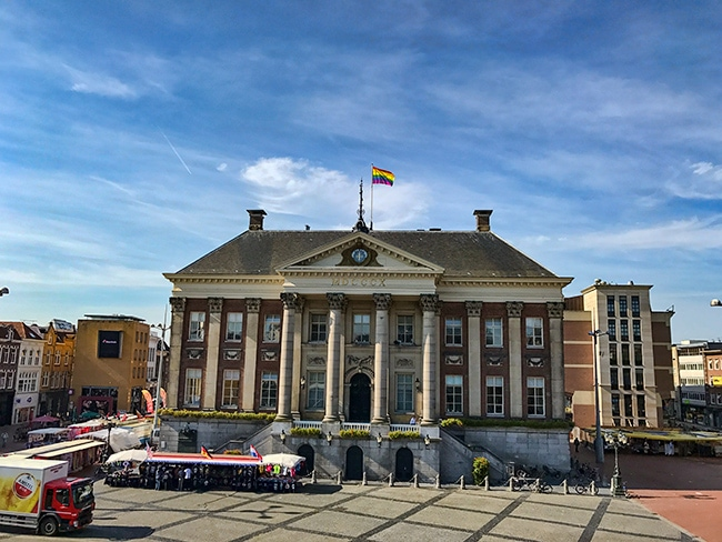 Town hall at Grotemarkt - note the flag!