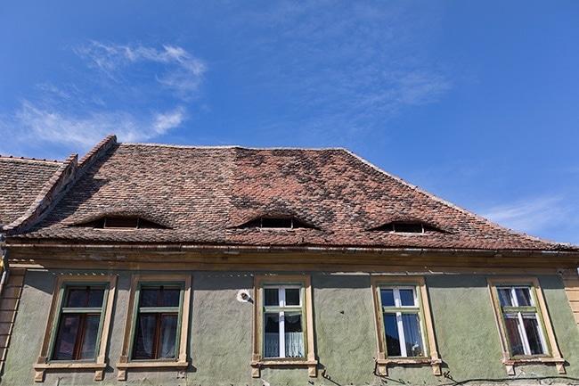 Strada Ocnai - House with eyes