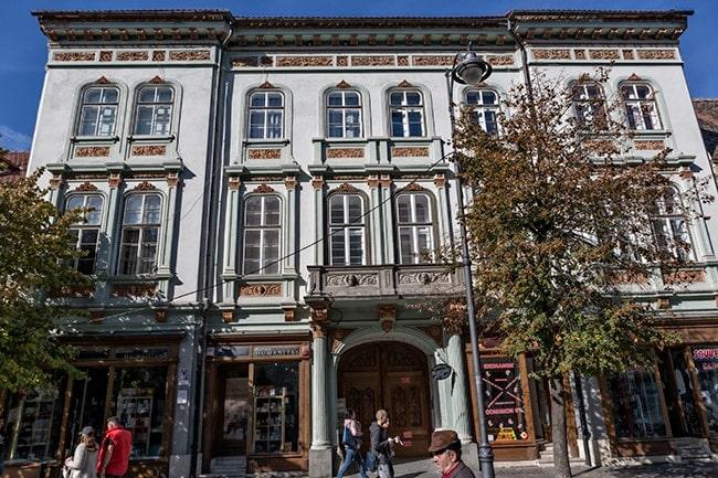 Walking down the Nicolae Bălcescu street