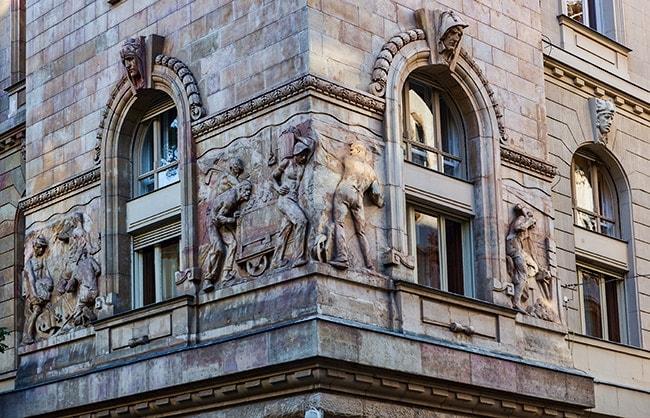 At the corner of Kiss Ernő u. and Hold u.