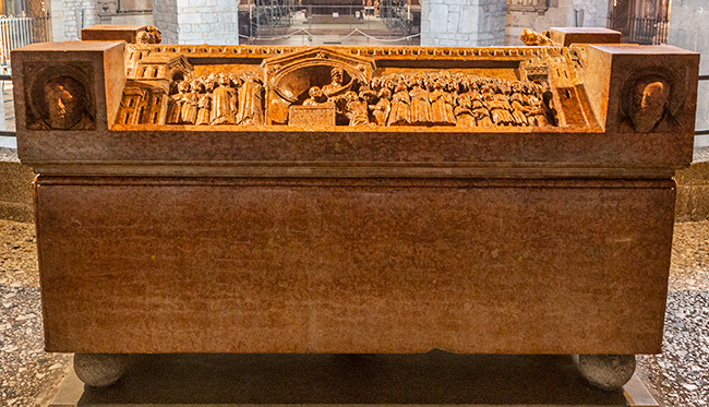 The sarcophagus of Berardo Maggi