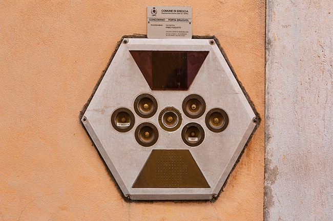Door bells at the Constrada Sant Urbano
