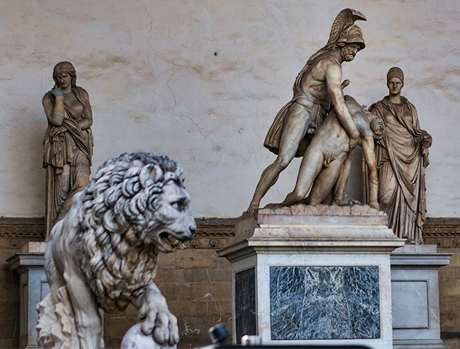 Vacca's Medici lion in the front and Menelaus supporting the body of Patroclus on the right