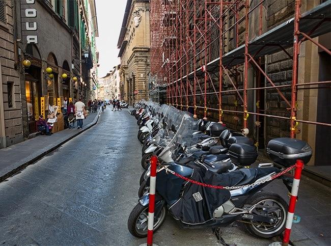 At the Via del Proconsolo