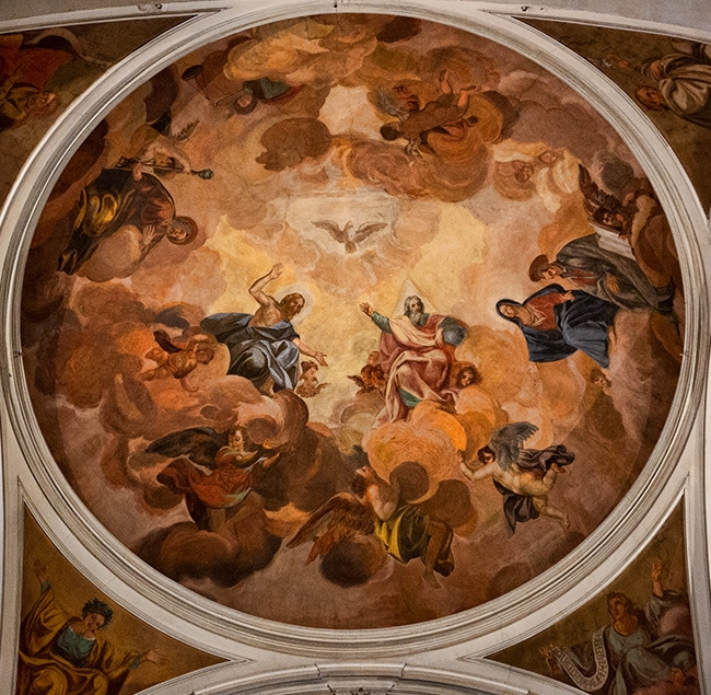 The vault of the apse is frescoed by Lorenzo del Moro with the Assumption of the Virgin