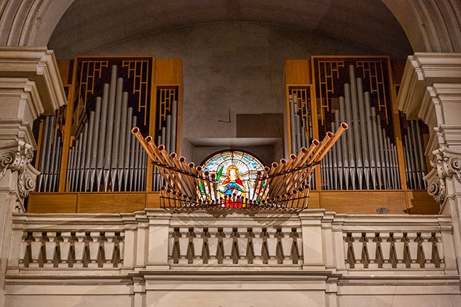 The pipe organ is from 1989 and was later expanded