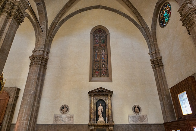 On the left a bust of Giotto at work and on the ride a bust of Brunelleschi