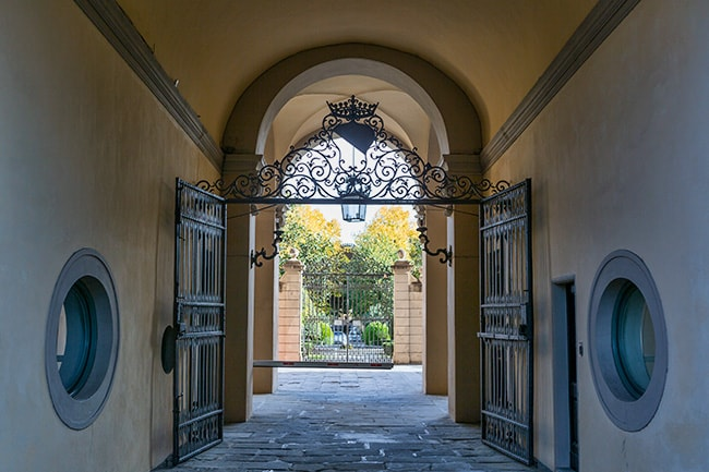 Another one of those gates: 32 Via Gino Capponi