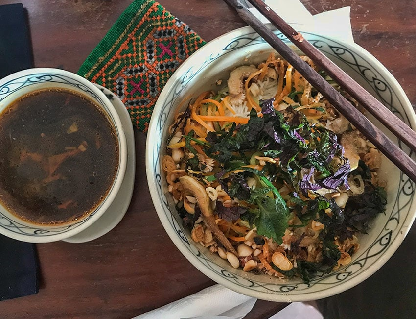 Cold noodles with greens