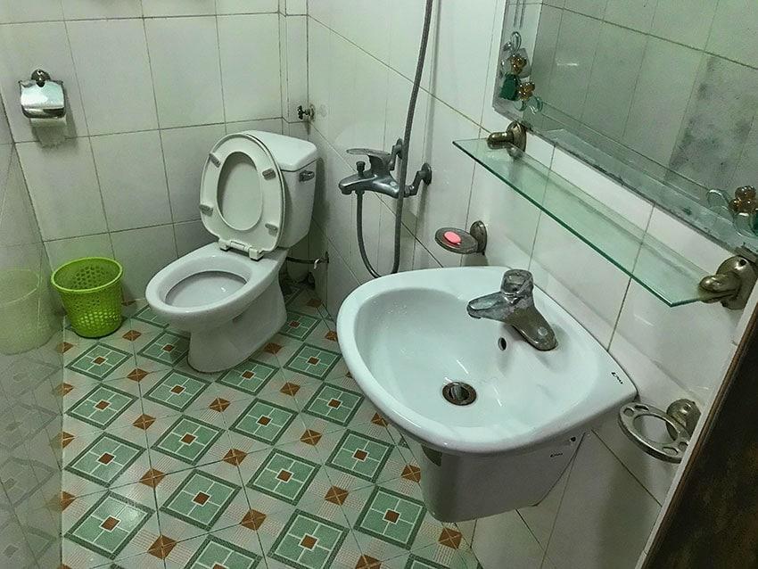 Bathroom at the Nhat Tan Hotel