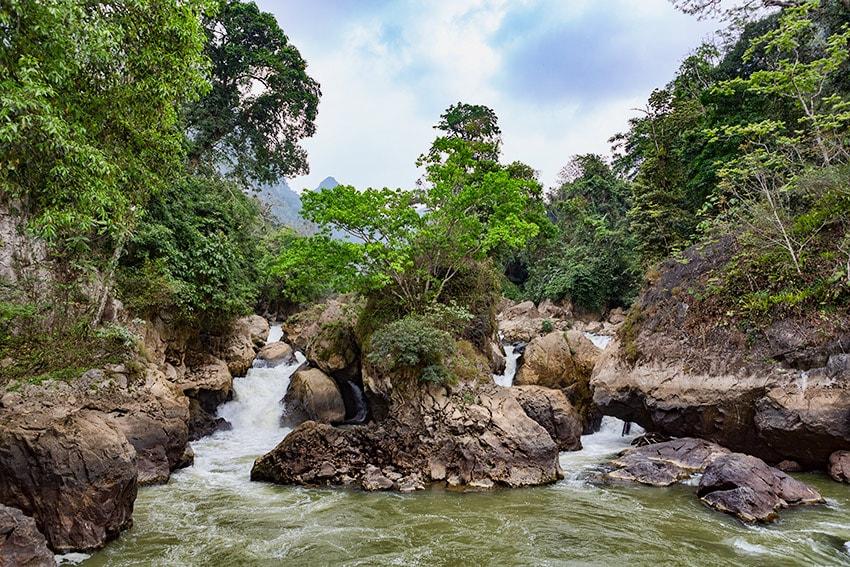 1st stop - Dau Dang waterfalls
