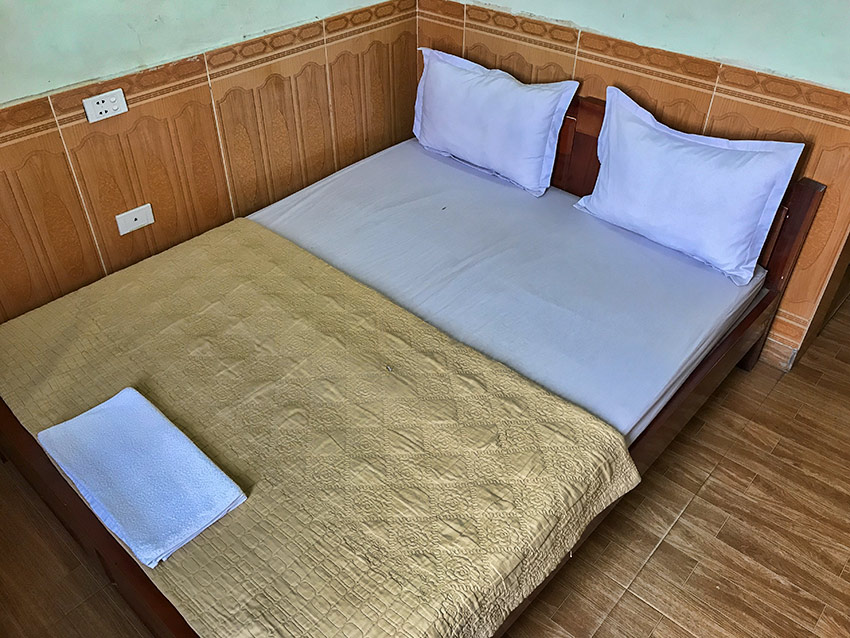 Bed at the Ly Ha Hotel in Phố Châu