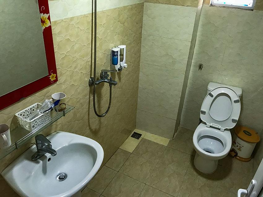 Bathroom Nhà Nghỉ Nhật Linh